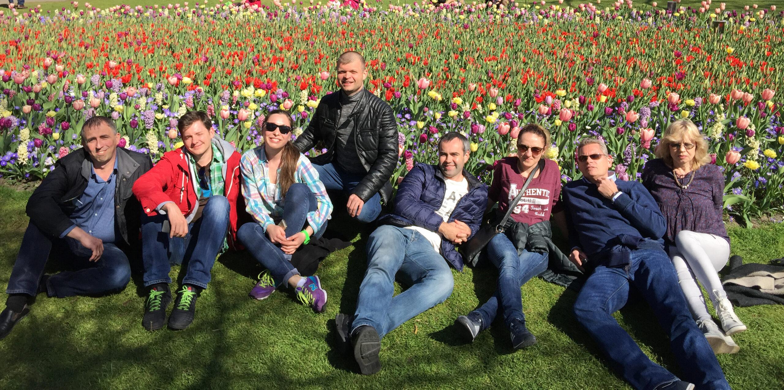 Группа украинских инженеров, гости DP Pumps, в королевском саду тюльпанов.