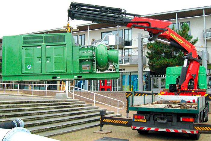 Как устанавливают дизельные насосные агрегаты на объекте с помощью тяжелей техники